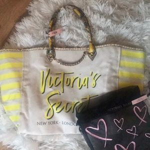 NWT Victoria Secret tote with storage bag ❤️